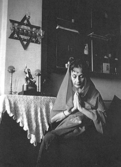 Nadira-praying
